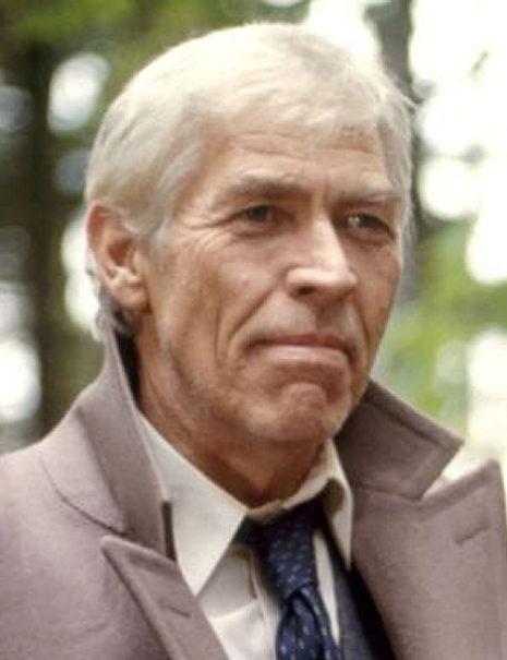 James Coburn<br /> (Lieutenant Lardner)